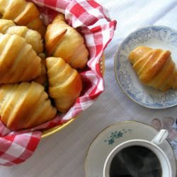 Easy Fluffy Scones with Turkish Delight