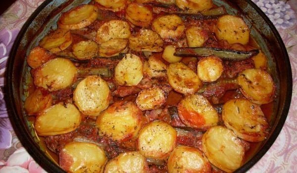 Tender Beer-Flavored Clod with Potatoes and Pickles in the Oven