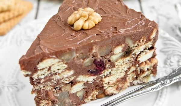 Cake with Biscuits and Nutella
