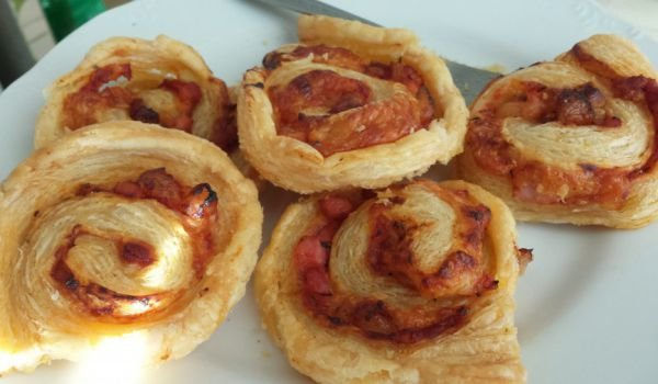 Puff Pastry Rolls with Pizza Stuffing