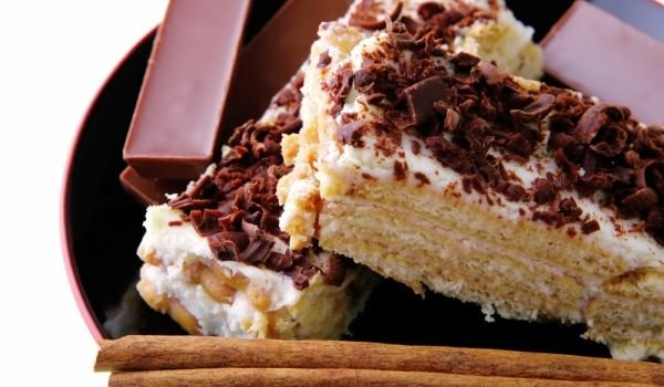Easy Homemade Cake with Biscuits