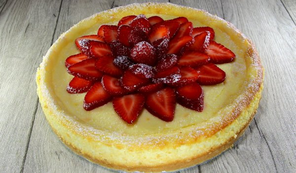 Classic Cheesecake with Strawberries