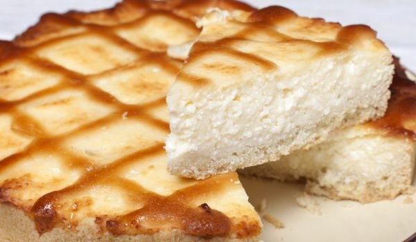Cake with Honey and Cottage Cheese