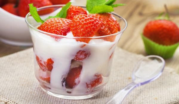 Strawberries with Spicy French Cream
