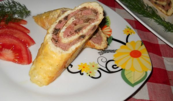 Egg Roll with Mince and Mushroom Filling