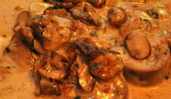 Tongue with Cream Sauce and Mushrooms