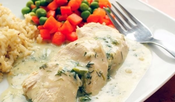 Chicken Fillets with White Sauce and Wine