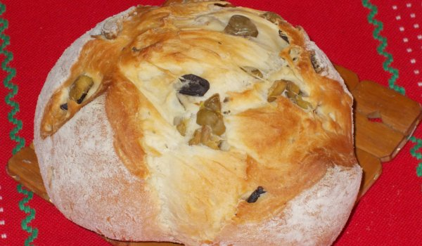 Spanish Bread with Olives