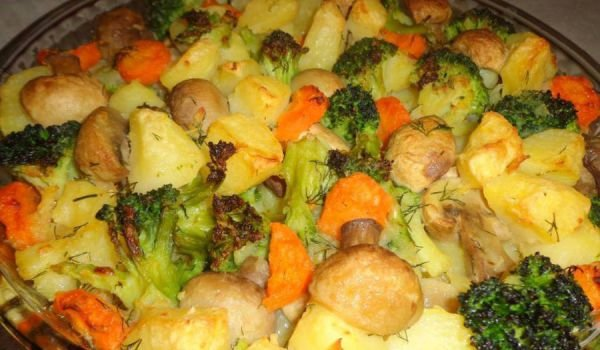 Oven-Baked Potatoes, Mushrooms and Broccoli