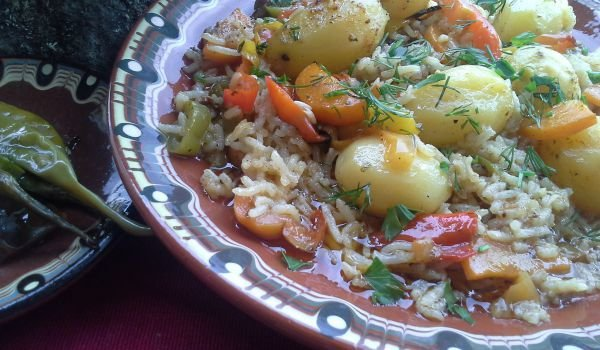 Country-Style Potatoes with Rice in the Oven