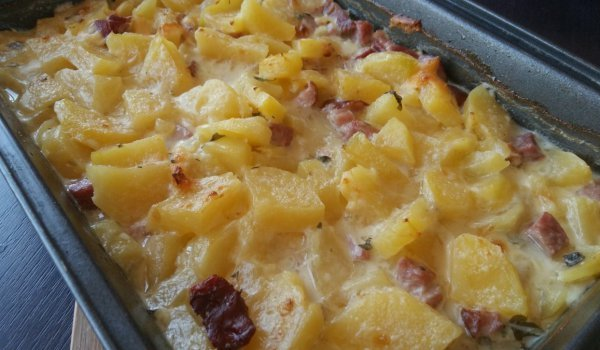 Oven-Baked Potatoes with Processed Cheese