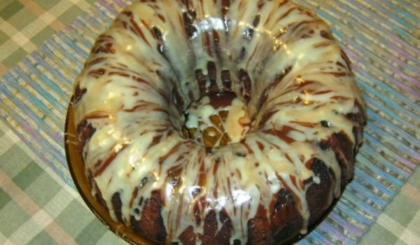 Cake with Yoghurt and Glaze