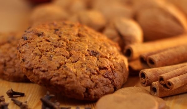Cinnamon Cookies with Nuts