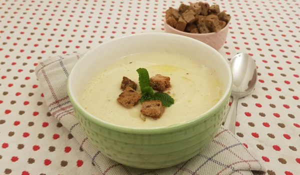 Cream of Cauliflower Soup with Potatoes