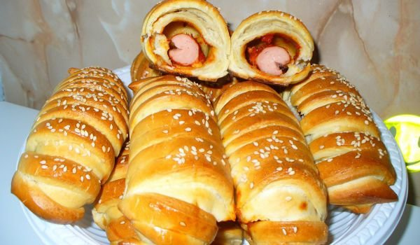 Quick Sausage Rolls with Chutney and Cheese