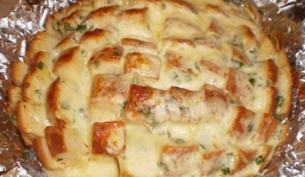 Onion-Garlic Bread with Cheese