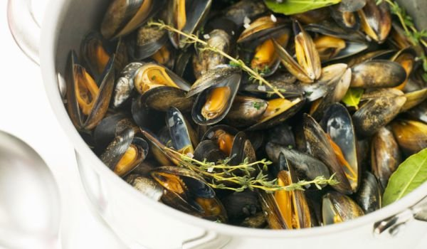 Mussels with Thyme and White Wine