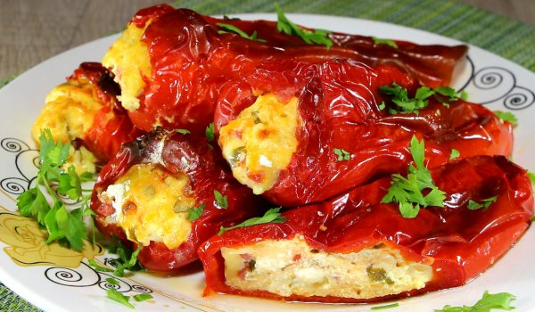 Stuffed Peppers with Eggs and Feta Cheese