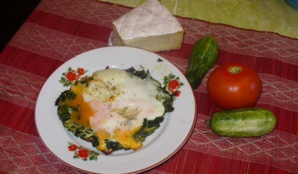 Fried Eggs over Spinach