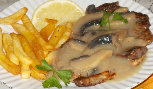 Delicious Steaks with Mushroom Sauce