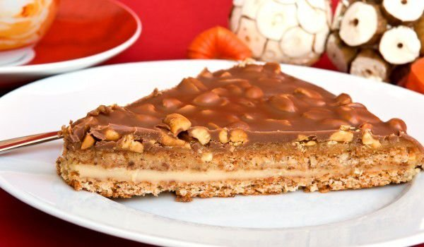 Cake with Peanuts