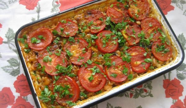 Baked Beans with Rice and Tomatoes