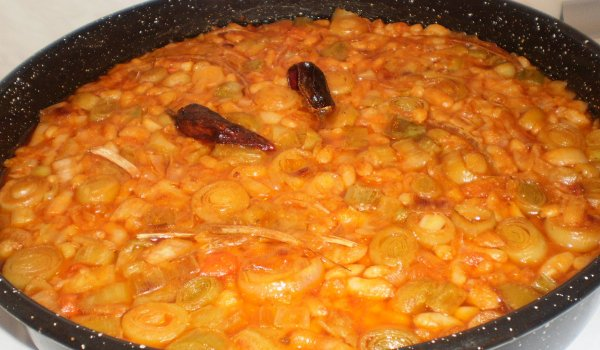 Meatless Bean Dish with Leeks in the Oven