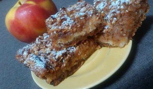 Lean Cake with Apples, Semolina and Nuts