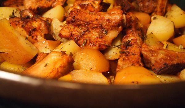 Mouth-Watering Pork Ribs with Potatoes