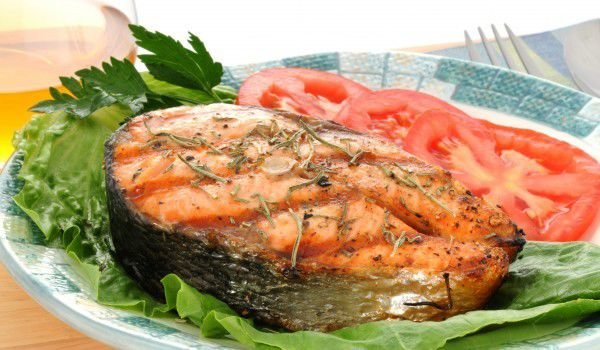Grilled Salmon with Exotic Salad