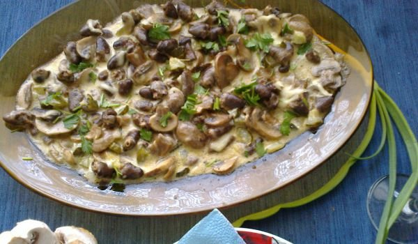 Chicken Hearts and Mushrooms in Cream Sauce