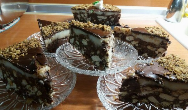Express Chocolate-Biscuit Cake