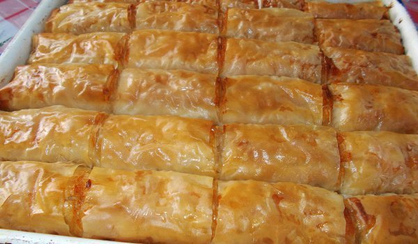 Syruped Phyllo Pastry with Apple and Turkish Delight