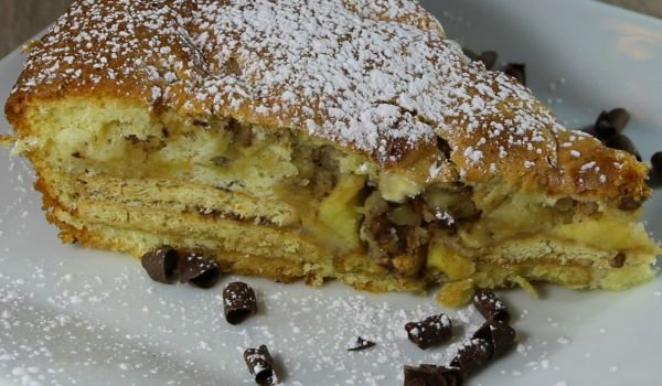 Easy Cake with Apples and Biscuits