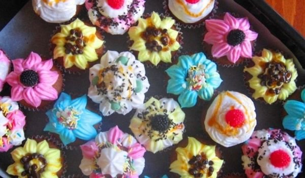 Cupcakes with Creamy Icing