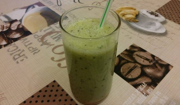 Easy Banana and Kiwi Smoothie