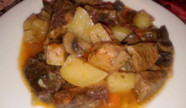 Stewed Potatoes with Beef