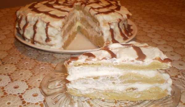 Cake with Choux Pastry and Tasty Cream