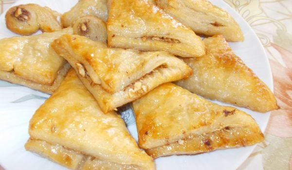 Finger-Lickin-Good Triangular Puff Pastries