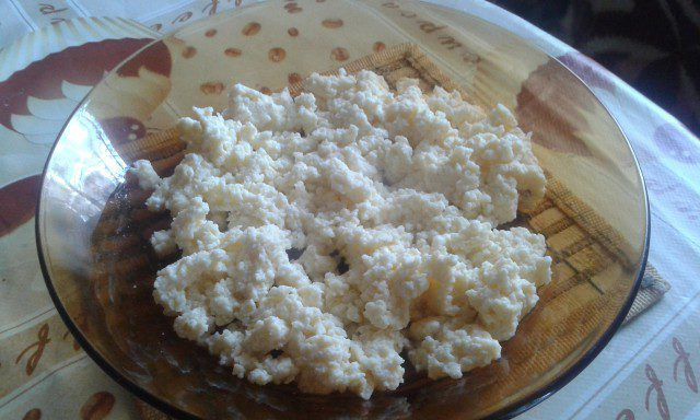 Fried Eggs with Cottage Cheese